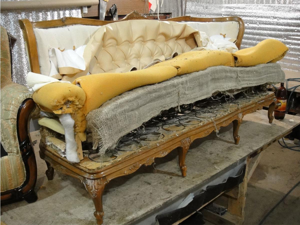 Поменять обивку дивана своими руками