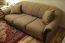 старый отреставрированный диван